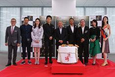 左から國村隼、池内博之、チー・ウェイ、福山雅治、ジョン・ウー、チャン・ハンユー、ピーター・ラム、桜庭ななみ、TAO。
