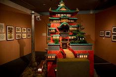 「千と千尋の神隠し」油屋 模型 (c) 2001 Studio Ghibli・NDDTM