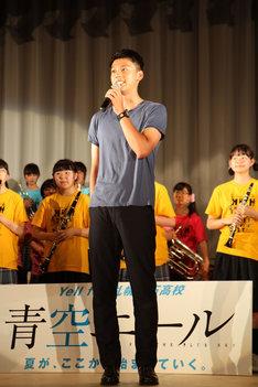 北海道・札幌白石高校の学校祭にサプライズ登場した竹内涼真。