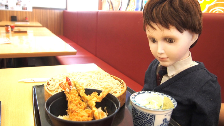浅草で天ぷら丼とそばに舌鼓を打とうとするブラームス。