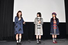 左から酒井麻衣、吉田凜音、原菜乃華。