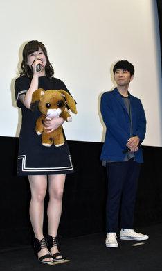 高森奈津美(左)と星野源(右)。