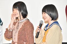 左から石森虹花(欅坂46)、生駒里奈(乃木坂46)。