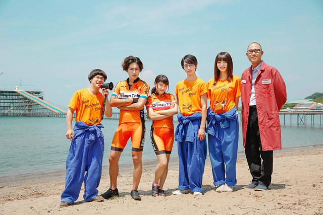 「トリガール!」キャスト。左から矢本悠馬、間宮祥太朗、土屋太鳳、高杉真宙、池田エライザ、ナダル。