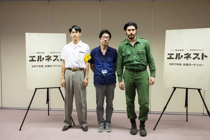 「エルネスト」記者会見の様子。左から永山絢斗、阪本順治、ホワン・ミゲル・バレロ・アコスタ。