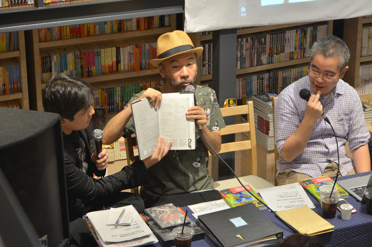 「塚本晋也『野火』全記録」トークイベントの様子。左から映画秘宝編集長の岩田和明、塚本晋也、本書の編集を担当した嶋津善之。