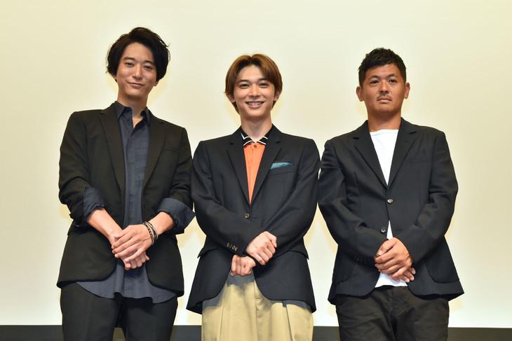 左から浅香航大、吉沢亮、中前勇児。