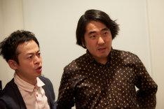映画「アニバーサリー」より、「#地上300mのタダオ」に出演する永野宗典、本多力(左から)。