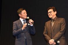 光石研(左)と三浦友和(右)。