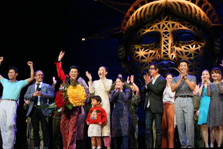 ミュージカル「ミス・サイゴン」特別カーテンコールの様子。