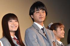 左から美沙玲奈、佐藤寛太(劇団EXILE)、山口乃々華(E-girls)。