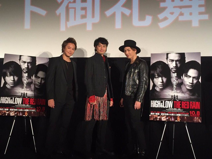 「HiGH&LOW THE RED RAIN」大ヒット御礼舞台挨拶にて、左からEXILE TAKAHIRO、斎藤工、登坂広臣。
