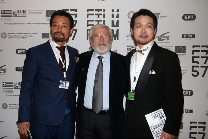 第57回テッサロニキ国際映画祭より、オープニングセレモニーの様子。左から岸建太朗、ヨルゴス・アルヴァニティス、竹内洋介。