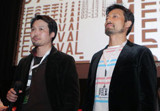 第57回テッサロニキ国際映画祭の様子。竹内洋介(左)と岸建太朗(右)。