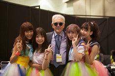 左から吉井香奈恵、村田寛奈、トレヴァー・ホーン、佐武宇綺、西脇彩華。