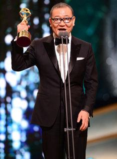 青龍映画賞でスピーチする國村隼。