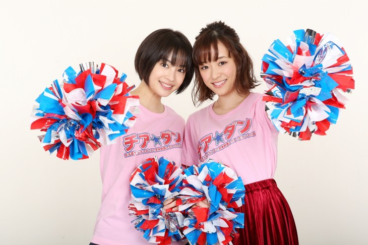 「チア☆ダン~女子高生がチアダンスで全米制覇しちゃったホントの話~」より、広瀬すず(左)と大原櫻子(右)。