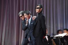 ステージに登場した舘ひろし(左)、村川透(中央)、柴田恭兵(右)。