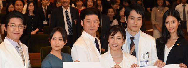 左から及川光博、木村文乃、浅野忠信、竹内結子、松山ケンイチ、菜々緒。