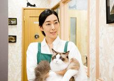 「ねこあつめの家」より、ペットショップの店主・洋子を演じる木村多江。
