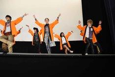 「レッツ!ジュウオウダンス」披露の様子。
