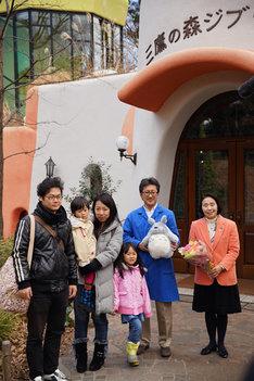 1000万人目の来場者を祝うセレモニーの様子。 (c)Museo d'Arte Ghibli