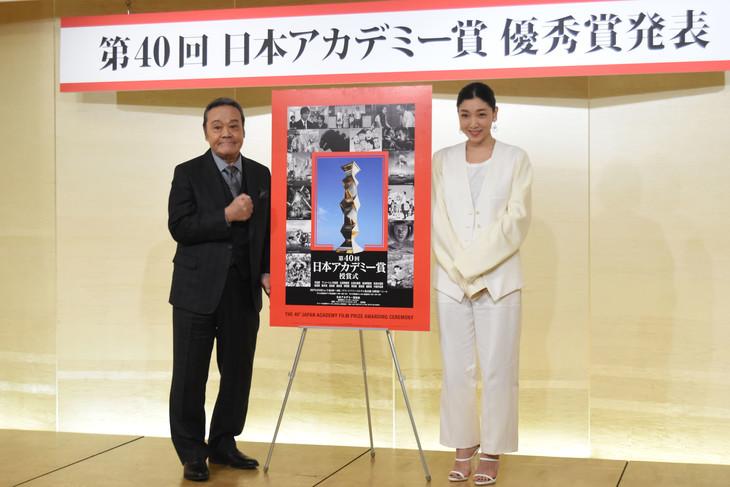 左から西田敏行、安藤サクラ。