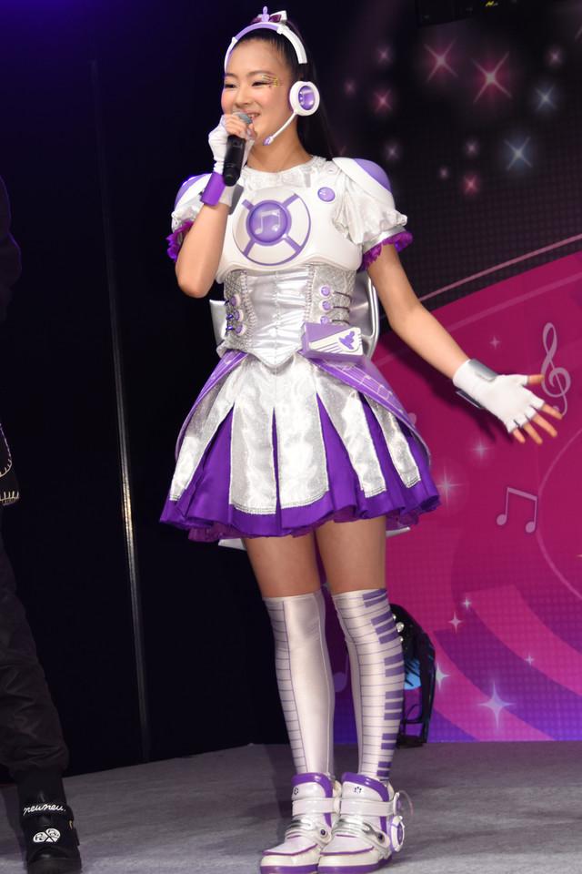 テレビシリーズ「アイドル×戦士 ミラクルちゅーんず!」神咲マイ役の足立涼夏。