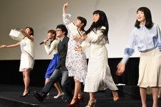 劇場版「咲-Saki-」完成披露上映会にて行われた牌投げの様子。