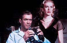「裏窓」 (c)1954 Samuel Taylor and Patricia Hitchcock O'Connell. Copyright Renewed. All Rights Reserved.