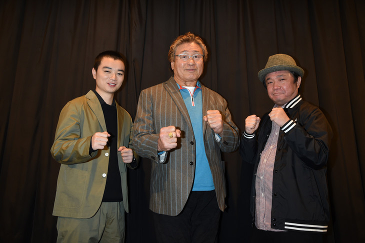 「LIVE FOR TODAY-天龍源一郎-」にて、左から染谷将太、天龍源一郎、川野浩司。