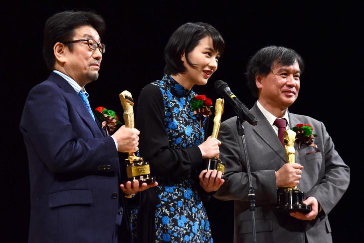 左から「この世界の片隅に」プロデューサーの真木太郎、のん、片渕須直。