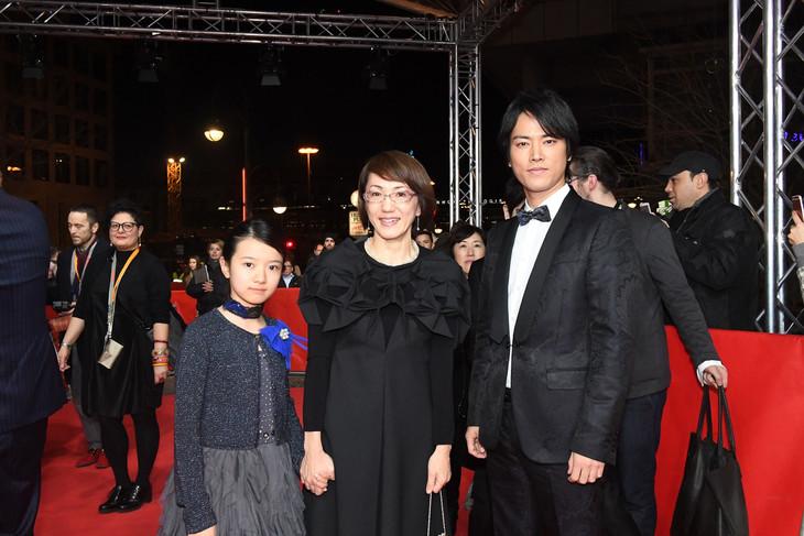 左から柿原りんか、荻上直子、桐谷健太。