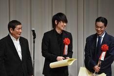 左からビートたけし、綾野剛、菅田将暉。