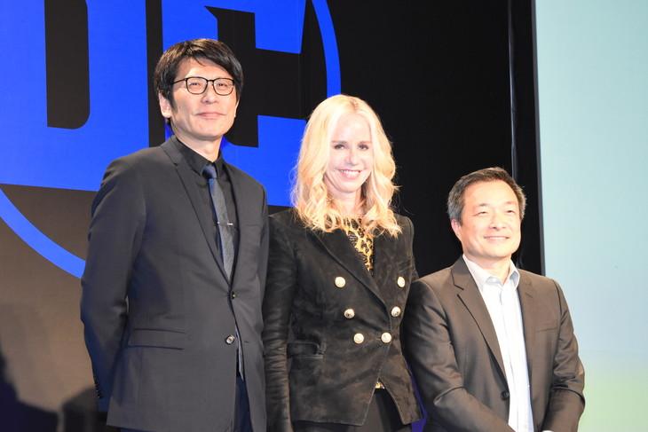 左から高橋雅美(ワーナー ブラザース ジャパン合同会社の社長兼日本代表)、ダイアン・ネルソン(DCエンタテインメント社長)、ジム・リー(DCエンタテインメント発行人)。