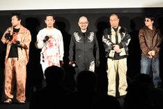 「逆徒」舞台挨拶の様子。左から小林勇貴、大石淳也、西村喜廣、鈴木智彦、小峰克彦。