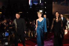 レッドカーペットを歩くビートたけし(左)、スカーレット・ヨハンソン(中央)、ジュリエット・ビノシュ(右)。