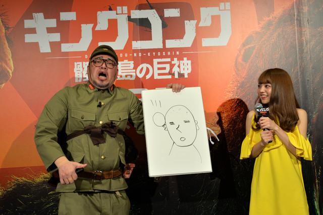 絵描き歌を披露したくっきー(左)。