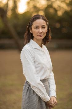 浦田美代子役の吉田羊。