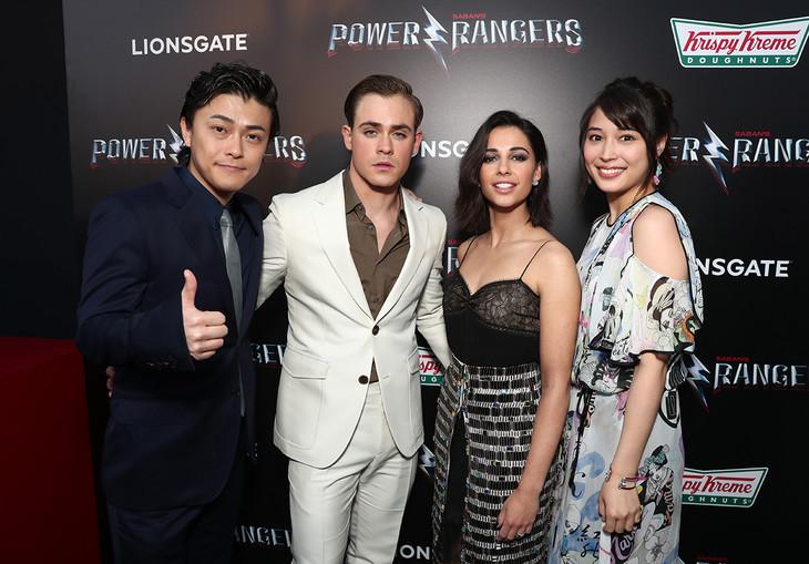 「パワーレンジャー」ワールドプレミアの様子。左から勝地涼、デイカー・モンゴメリー、ナオミ・スコット、広瀬アリス。