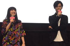 2人だけで舞台挨拶を進める平祐奈(左)と千葉雄大(右)。