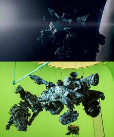 「人にやさしく」に登場する宇宙船(上)とその模型(下)。