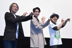 「アラン英雄伝」上映会の様子。仮面ライダーネクロムのポーズをする登壇者たち。