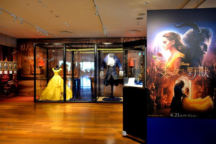 「『美女と野獣』の世界展 at GINZA MITSUKOSHI」会場の様子。