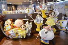 「『美女と野獣』の世界展 at GINZA MITSUKOSHI」で販売されているグッズ。