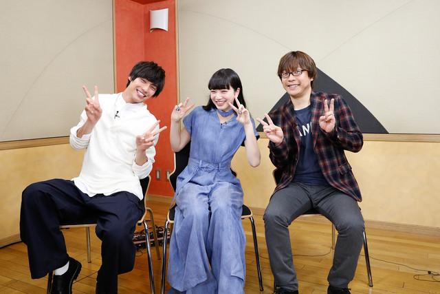 「ぼくは明日、昨日のきみとデートする」ビジュアルコメンタリー収録の様子。左から福士蒼汰、小松菜奈、三木孝浩。