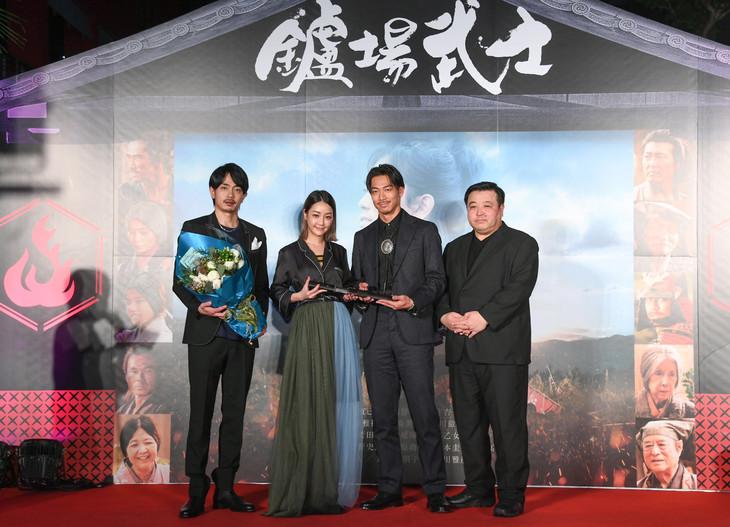 「たたら侍」台湾プレミアの様子。左から青柳翔、シェ・シンイン、AKIRA、錦織良成。