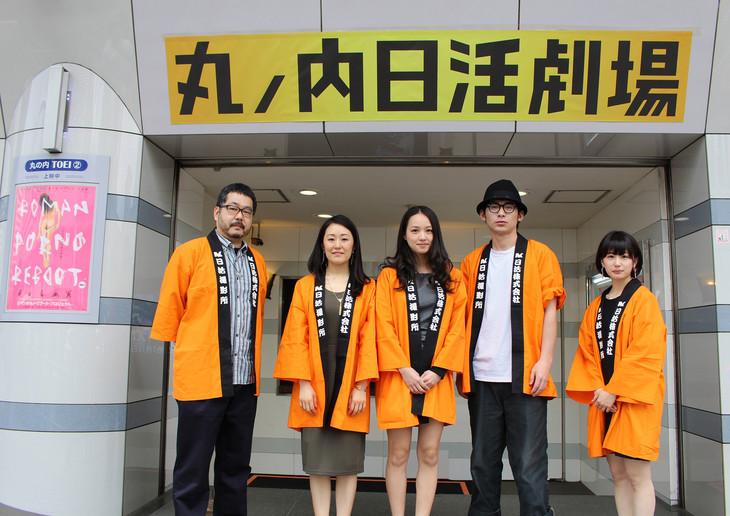 「風に濡れた女」舞台挨拶の登壇者たち。左から塩田明彦、鈴木美智子、間宮夕貴、永岡佑、中谷仁美。