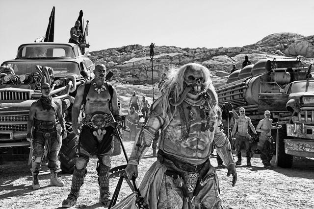 「『マッドマックス 怒りのデス・ロード』<ブラック&クローム>エディション」 (c)2015 VILLAGE ROADSHOW FILMS (BVI) LIMITED (c)2016 WARNER BROS. ENT. ALL RIGHTS RESERVED