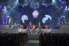 「仮面ライダーエグゼイド vs 仮面戦隊ゴライダー」スペシャルショーの様子。